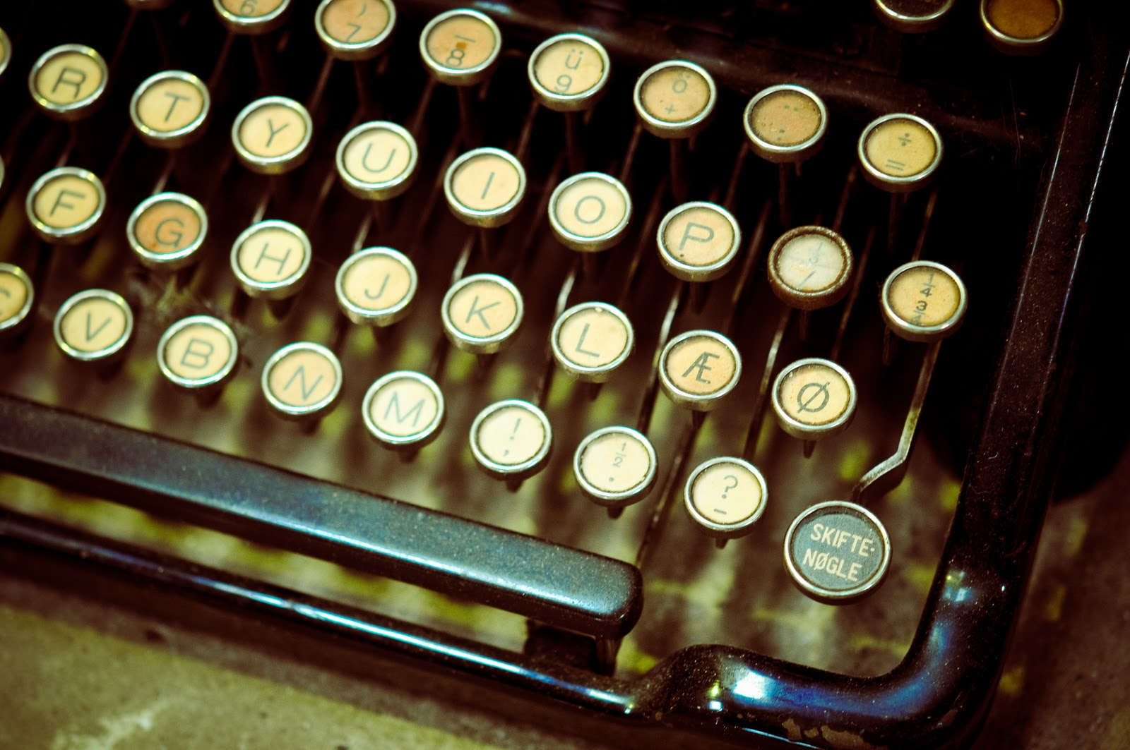 old typewriter keyboard-3