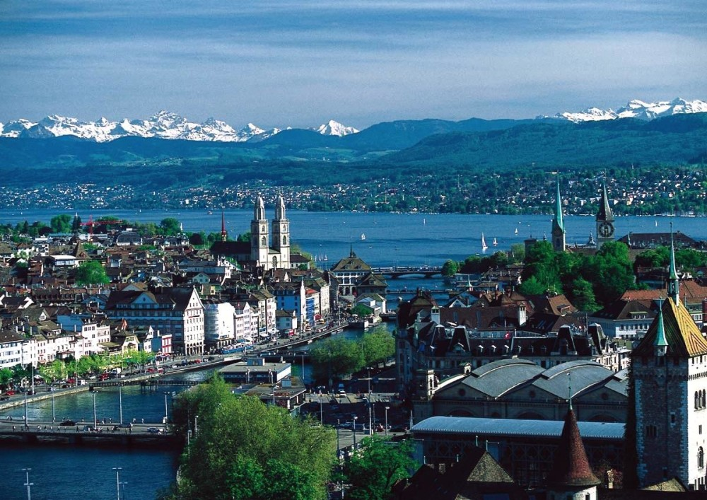 Zürich-city-center-lake-limmat-river-panorama-view-switzerland-alps-snow-permafrost-hills